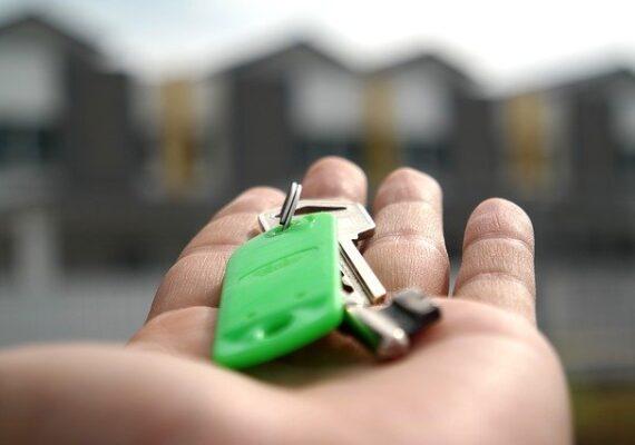 Ingatlanközvetítők: élénkül a piac, jelentősen emelkedett az első lakást vásárlók aránya