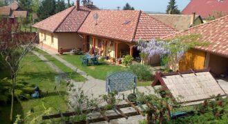 Ház nagy kerttel