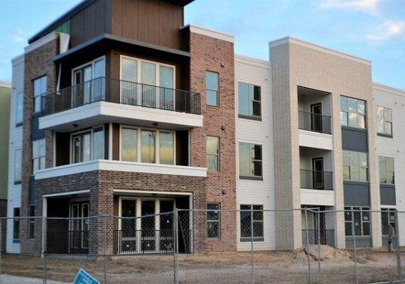 A megyei jogú városokban 9,5 százalékkal emelkedett az új lakások négyzetméterára.