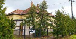 Szegedtől 35 km-re 90 nm-es, 3 szobás, jó állapotú, összkomfortos családi ház Eladó/Csere!