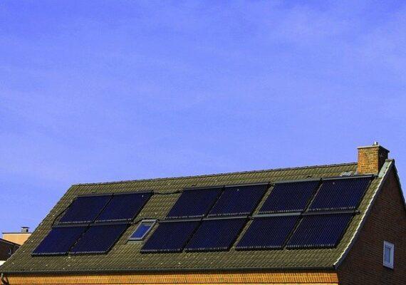 A napenergia hasznosítására kötelezhetik az újlakásépítőket Németországban.